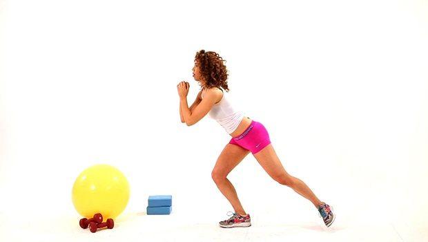 Training für Po - Hocke mit Kick zurück