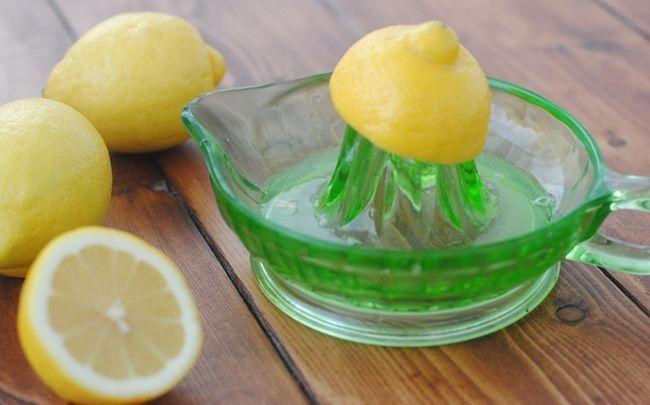 Zitrone für Haarausfall - Zitronensaft Spülung