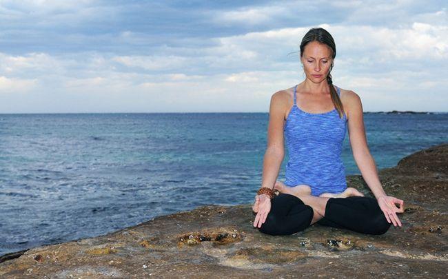 Yoga-Posen für PCOS - padmasana (Lotussitz)