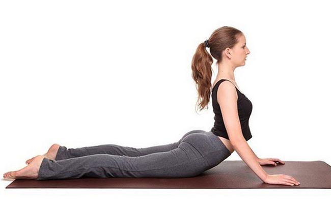 Yoga-Posen für PCOS - bhujangasana (Kobrahaltung)