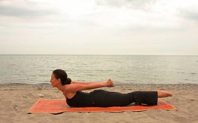 Yoga-Posen für PCOS - Übermensch Pose (oder viparita Shalabhasana)