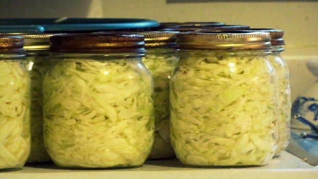 natürliche Heilmittel für Gallenblase Schmerz-Sauerkraut und Sauerkrautsaft