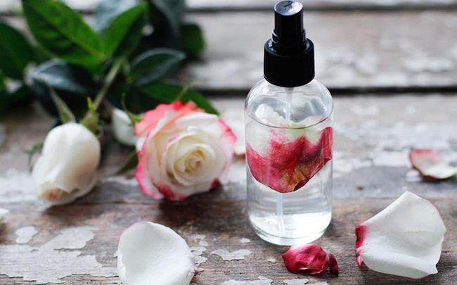 Honig für dunkle Kreise - Honig, Vitamin E Öl und Rosenwasser
