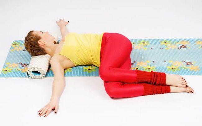 Yoga für Ischias Posen - die stehend zurück Twist