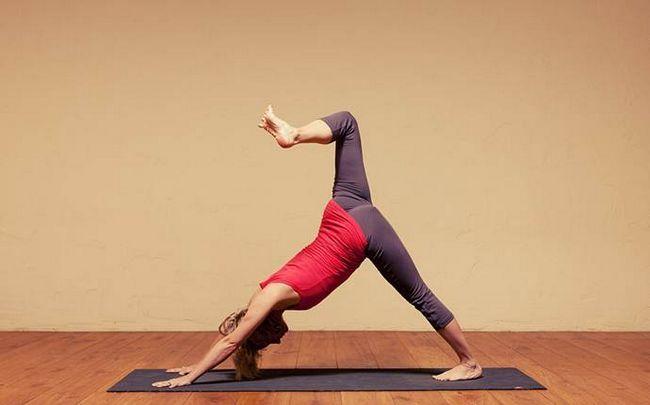 Yoga-Posen für Ischias - die Knieheben