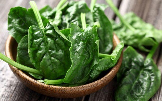 Spinat und Blattgemüse - wie man glänzende Nägel bekommen