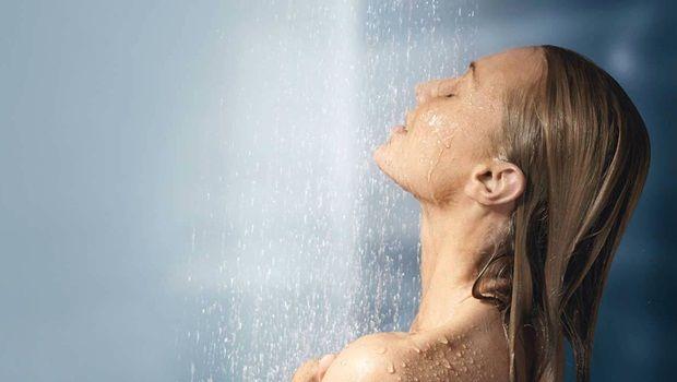 jeden Tag reinigen Ihre Bauchhaut