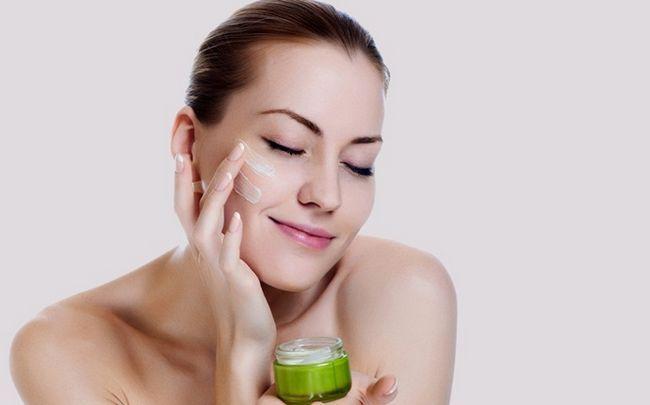 Sonne geschädigter Haut Behandlung - verwenden Sie eine gute Feuchtigkeitscreme Ihre Haut zu rehydrieren