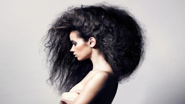 wie krauses Haar zu stoppen