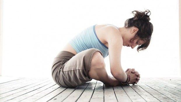 54 Einfache yoga-übungen für frauen zu hause oder am arbeitsplatz zu tun