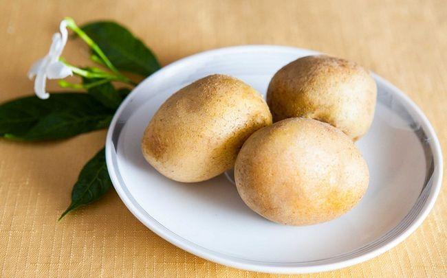 Sonne geschädigter Haut Behandlung - rohen Kartoffeln