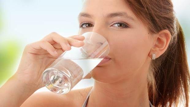 Wie wird man von Schnupfen befreien - Wasser trinken