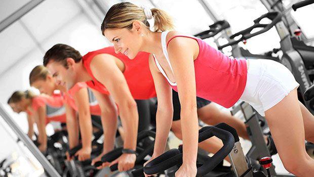 Nehmen Sie Aerobic und Cardio-Übungen