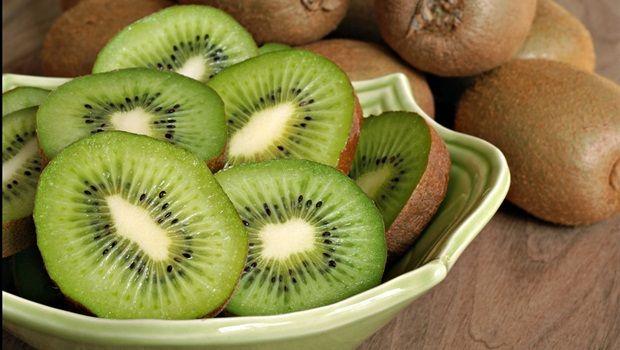 Lebensmittel, die Sie jünger aussehen - kiwifruits