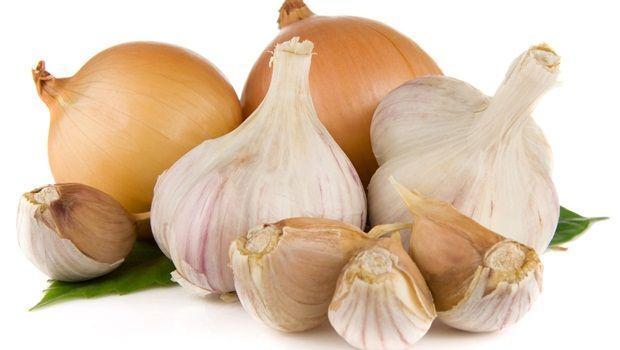 Lebensmittel, die Sie jünger aussehen - Zwiebel und Knoblauch