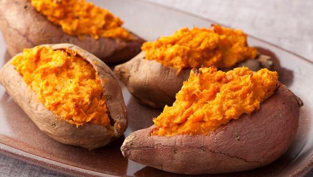 Lebensmittel, die Sie jünger aussehen - Süßkartoffeln