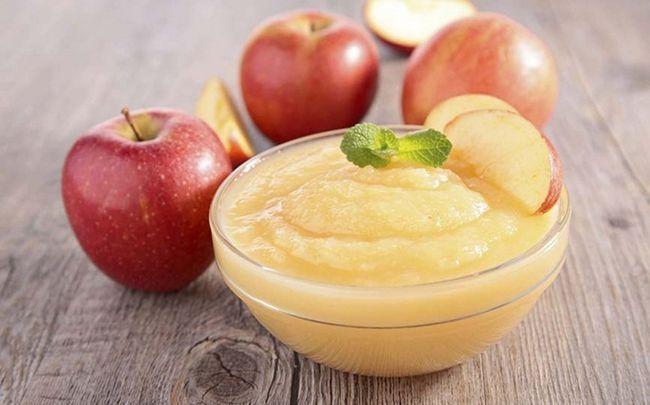 gesunde Babynahrung - Apfelmus