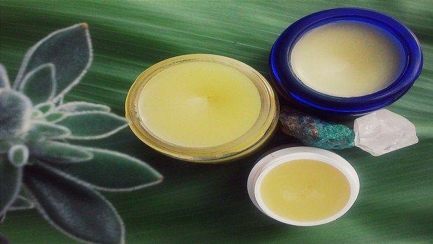 wie man rissige Lippen-Zitronen-Salbe behandeln