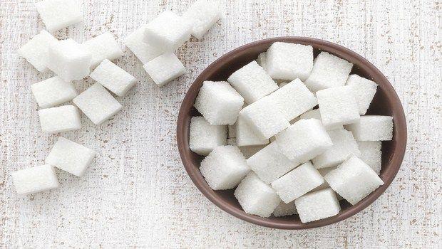 wie man rissige Lippen-Zucker behandeln