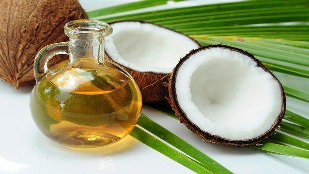 wie man rissige Lippen-Kokosöl behandeln