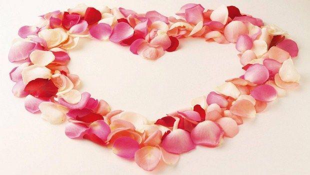 wie man rissige Lippen-Rosenblüten behandeln