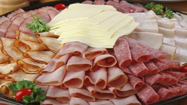 Lebensmittel, die Bluthochdruck-verarbeitetes Fleisch verursachen