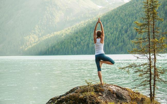 Yoga-Posen für besseren Sex - Baum
