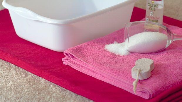 Fußpeeling Rezept - Hausgemachte Fuß zur Behandlung von achy Füße einweichen